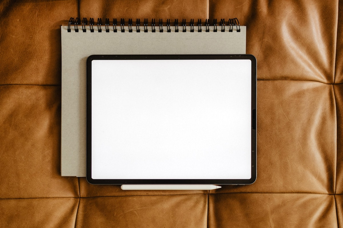 Caderno e tablet