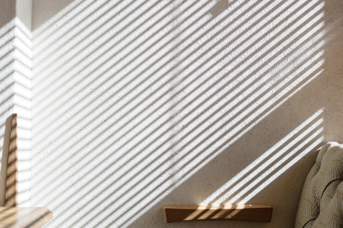 Sombra de estores em parede